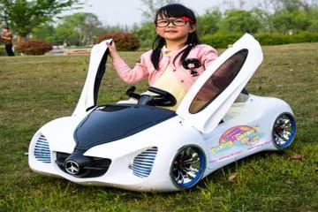 Nên mua xe ô tô điện cho trẻ ở đâu?