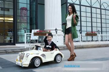 Hãy chọn xe ô tô điện trẻ em DMD-138 cho bé yêu nhà bạn!