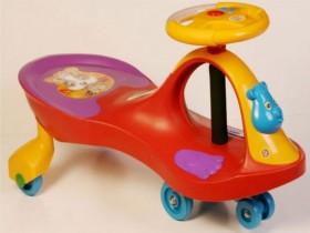 xe lắc trẻ em có nhạc 1258