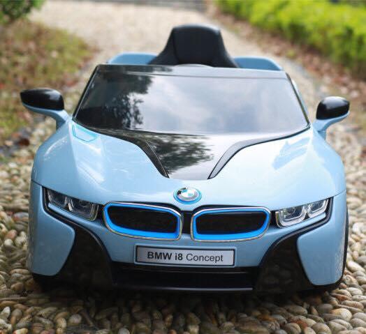 Xe ô tô điện trẻ em BMW i8 phiên bản có tivi