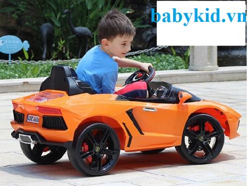 Xe ô tô điện trẻ em LB-6618 màu vàng