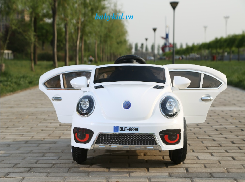 xe-ô-tô-điện-trẻ-em-BLF-8899-màu-trắng-