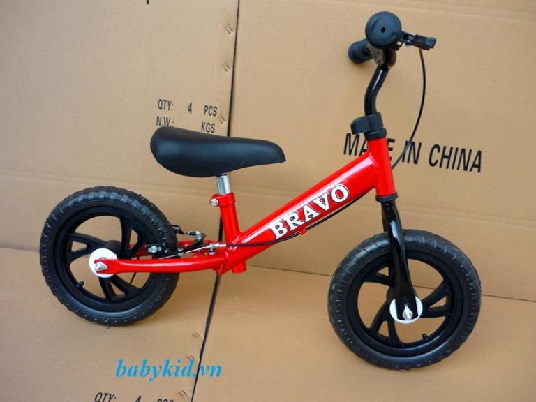 Xe-thăng-bằng-trẻ-em-Bravo-màu-đỏ-768x576