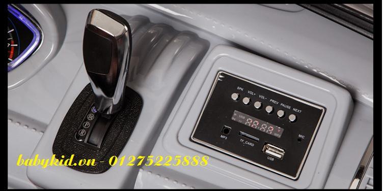 xe-ô-tô-điện-trẻ-em-A-998-hộp-nhạc