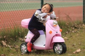 Gợi ý các mẫu xe máy điện dành cho bé gái