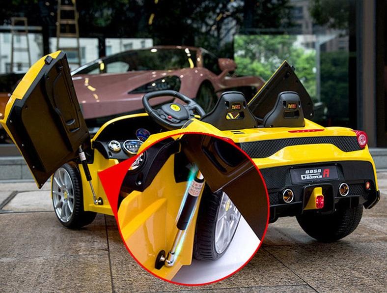 xe ô tô điện trẻ em FC8858 trợ lực