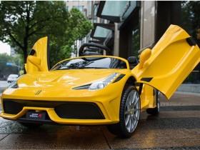 xe ô tô điện trẻ em FC8858 vàng